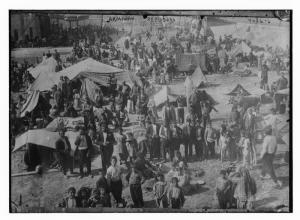 Armeni in un campo rifugiati