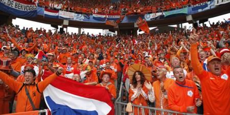 """Tifosi olandesi estasiati dal collocamento in... """"porta"""""""
