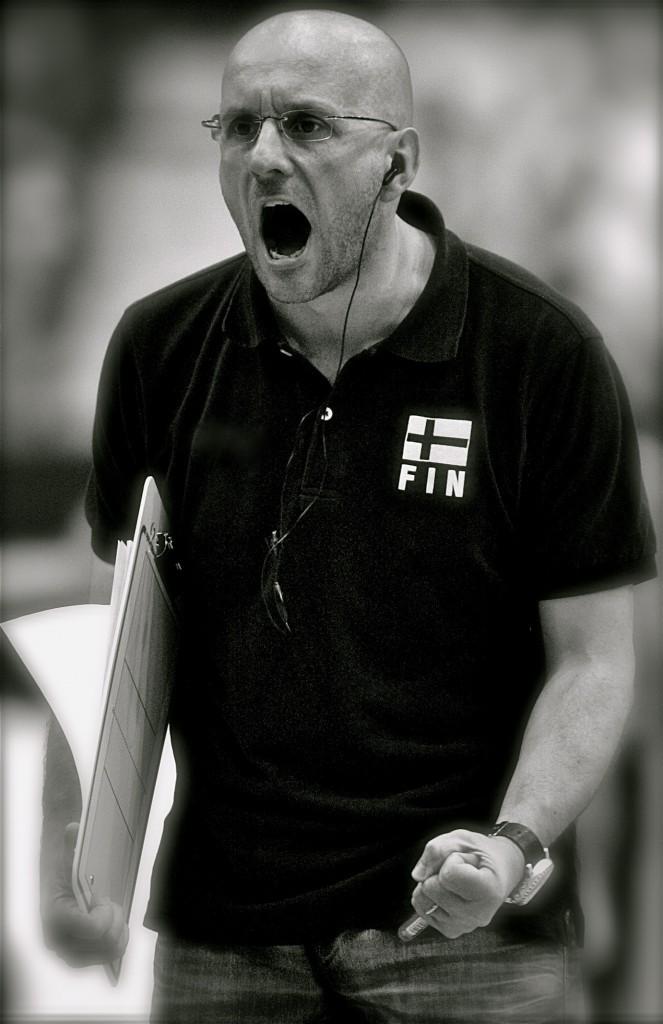 Mauro Berruto, ai tempi della Nazionale finlandese. (Foto da http://www.mauroberruto.com/galleria/io-e-la-pallavolo/