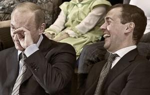 Putin e Medvedev piangono dal ridere
