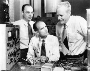 Fotografia del 1948 raffigurante i tre inventori del transistor