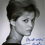 Fotografia dell'attrice Claudia Cardinale su cui è stata apposta una dedica; d'accordo, era un gioco di parole discutibile...