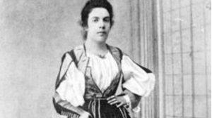 Grazia Deledda da giovane indossa vestito sardo del nuorese